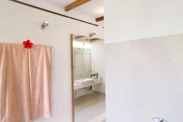Luxury Private Villa to Rent for your Holidays in Bali, Sahana Villas Seminyak Joglo shower
